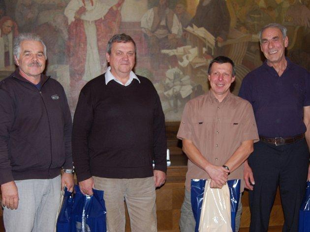 Osmdesát návštěv transfúzní stanice má za sebou tahle čtveřice chlapů z Rokycan. Zleva to jsou Luboš Krupička, František Benedikt, Miloslav Fryč a Jan Hajič.