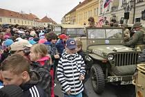 Páteční kolona veteránů na Masarykově náměstí v Rokycanech