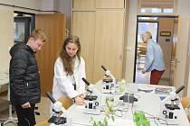 Budoucí studenti se seznámili s rokycanským gymnáziem i soškou