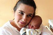 JOZEF VAINDL z Mirošova se narodil 27. února dopoledne, čtrnáct minut po jedenácté hodině. Jozífek přišel na svět jako čtvrté dítě manželů Kataríny a Tomáše. Doma se na něj těší sourozenci Martin (9), Kubíček (7) a Anička (3). Míry 2780 g, 47 cm.
