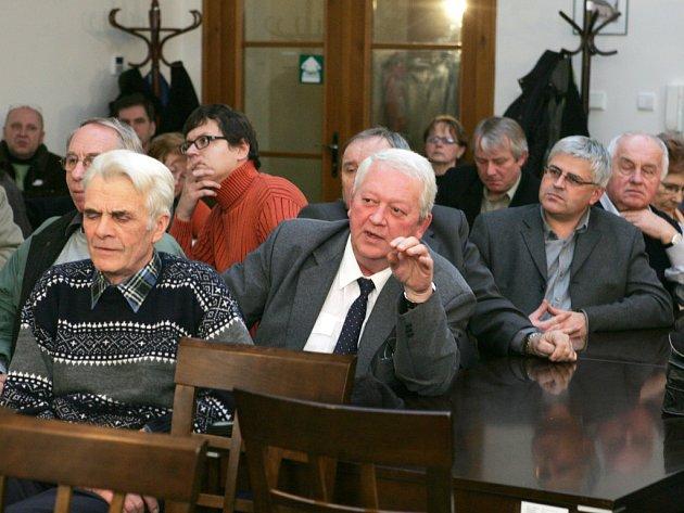 Zástupúci obcí v pondělí v Rokycanech diskutovali s americkým expertem na obranné systémy Philipem Coylem.