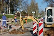 Oprava železničního uzlu pokračuje.  Za viaduktem u rokycanské sokolovny bylo rušno i v sobotu.