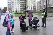 Dopravně preventivní policejní akce včera 4. dubna odpoledne začala v rokycanských ulicích. Důvodem  jejího konání je především zlepšení bezpečného přecházení vozovky, a to hlavně  u dětí. Akce potrvá po celý týden.