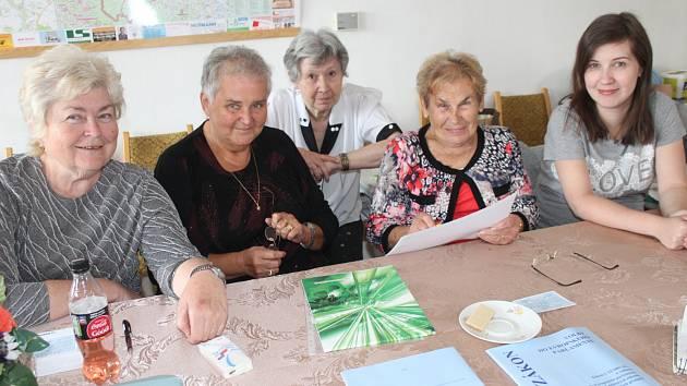 Svojkovické ženy ve volební komisi