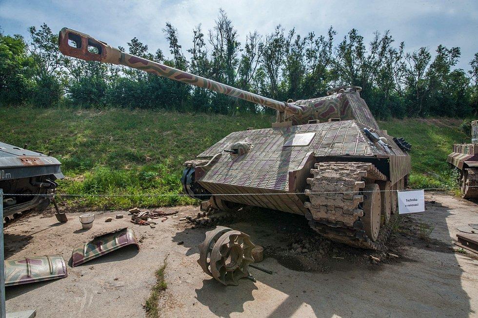 K přípravě na natáčení byl přestavěn a přemalován, výfuky jsou vedeny v zadní části tanku, v původní verzi byly v boční části.