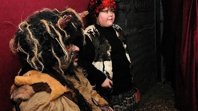Kostýmy jsou často dílem šikovnosti aktérů.