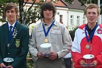 Vítěz Jindra Kalivoda (uprostřed), druhý Chase Nicholson z jihoafrické republiky a třetí byl  Polák Adam Wnekowicz.