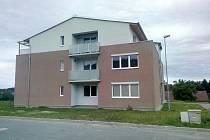 KAŘEZ se za posledních několik let rozrostl. Nové bydlení nabízí také dokončená bytovka, v pořadí druhá.