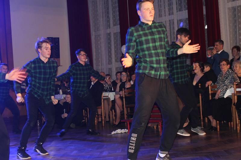 Maturitní ples ve Volduchách