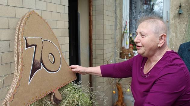 VĚRA SYROVÁ z Volduch oslavila včera sedmdesátiny s kamarádkami z Onko klubu Rokycany.