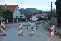 CESTA z Mirošova končí pár metrů po vjezdu do Dobříva. Dál je třeba se dát objížďkou.