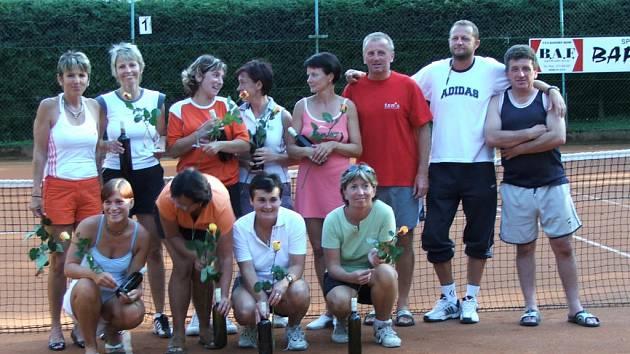 Deset žen se zúčastnilo letošního tenisového turnaje Women's Open 2007.