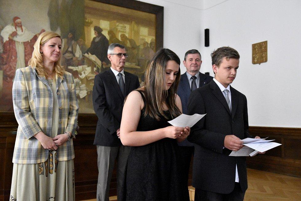 Slavnostní vyřazení žáků 9. A ZŠ Jižní předměstí na radnici v Rokycanech.