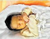 NELA EVA HLASOVÁse narodila 9. března v 11:16 mamince Žanetě z Rokycan. Po příchodu na svět v plzeňské FN vážila sestřička sedmiletého Libora 3280 gramů a měřila 48 centimetrů.
