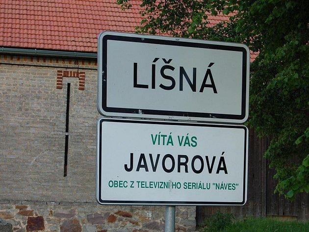 Líšná je pro filmaře vesničkou zaslíbenou. Tabule při vjezdu do obce stále připomíná Javorovou z televizního seriálu Náves.