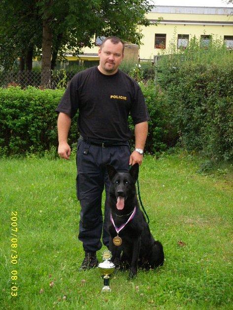 V kategorii pátracích psů obsadila rokycanská dvojice Václav Košař se psem Gavinem třetí místo.