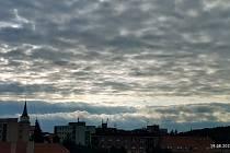 Nad Rokycany pluly zajímavé mraky.