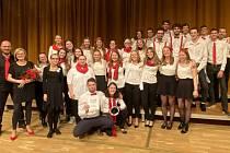 Výkon sboru Armonia ze ZUŠ Rokycany jim vynesl absolutní prvenství. Veliká gratulace, naši zpěváci za sebou nechali deset jiných favoritů z dalších krajů republiky.