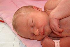 Tereza KOUBÍKOVÁ z Kamenného Újezdu se narodila 8. dubna v 19 hodin a 16 minut. Maminka Kristýna a tatínek Karel znali pohlaví svého prvního miminka dopředu. Terezce sestřičky navážily 3270 gramů, naměřily rovných 50 cm.