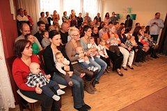 VOLDUŠSKÝCH je opět o něco víc. Na slavnostní přivítání mezi právoplatné občany dorazilo hned jedenáct rodin.
