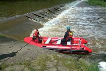 Záchranáři stále pátrají po těle čtyřiadvacetiletého vodáka.