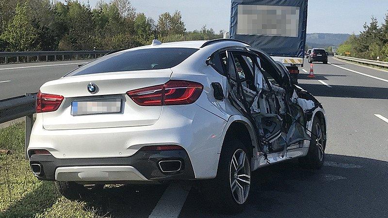 Bourané BMW na dálnici D5.
