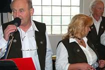 Muzikanti z jižního Plzeňska, hrající v myslivecké kapele Atlas, se představili při hasičkých oslavách v Prašném Újezdě. Další jejich štací bude doprovod pivní soboty (20. června) v centru Zbiroha.