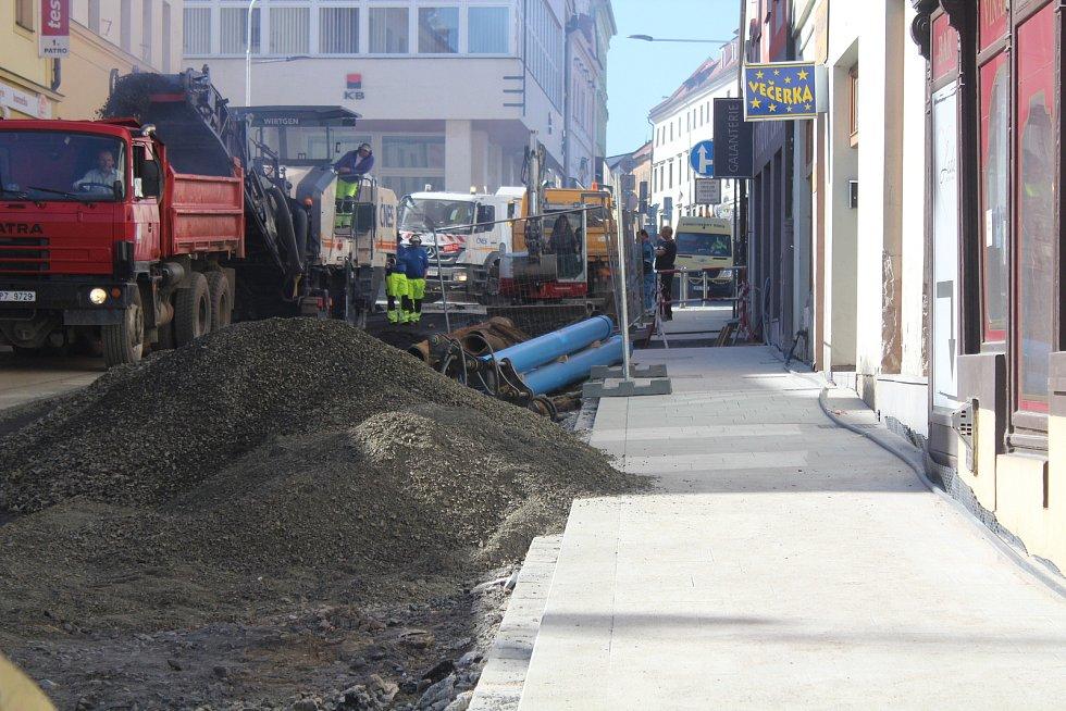 Pražská ulice a Rybníčky v Klatovech.