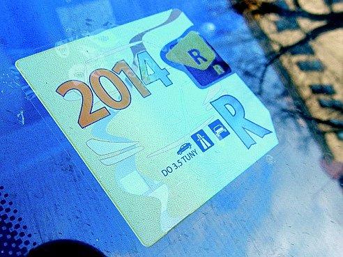 Dálniční známky 2014 přestaly platit. Nástupu nových využili podvodníci...