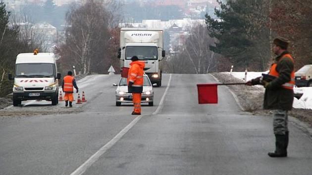 Dopravní omezení, které bylo nutné při kácení vzrostlých stromů nad Rokycany, skončilo úterním dnem.