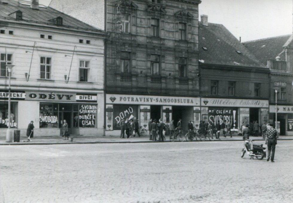 Nápisy na náměstí v Rokycanech.