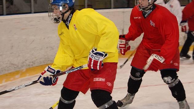 Na  zimním stadionu v Rokycanech pilně trénuje reprezentace České republiky do 17 let.