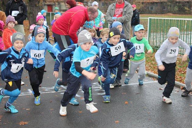 OBROVSKÉ NASAZENÍ při premiéře běhu Rokycany Run School 2015 bylo v sobotu patrné z výrazu malých i odrostlejších běžců. Na trasu se právě vydali kluci ročník 2008!
