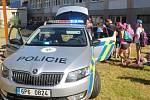 Žáci čtvrtých a pátých tříd ZŠ Jižní předměstí se seznámili s prací hasičů i policie.