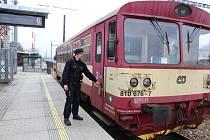 POLICISTÉ se zaměřili v Rokycanech na nádraží i na kontrolu odstavených vlaků. V Kařízku pak monitorovali přejezd se signalizačním zařízením, zda motoristé zastavují.