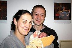 ANNA TAIŠLOVÁ z Hrádku si pro svůj příchod na svět vybrala datum 15. listopadu. Narodila se tři minuty před jedenáctou dopoledne. Maminka Anna a tatínek Dominik znali pohlaví miminka dopředu. Anička se narodila s mírami 3300 gramů a 47 cm.