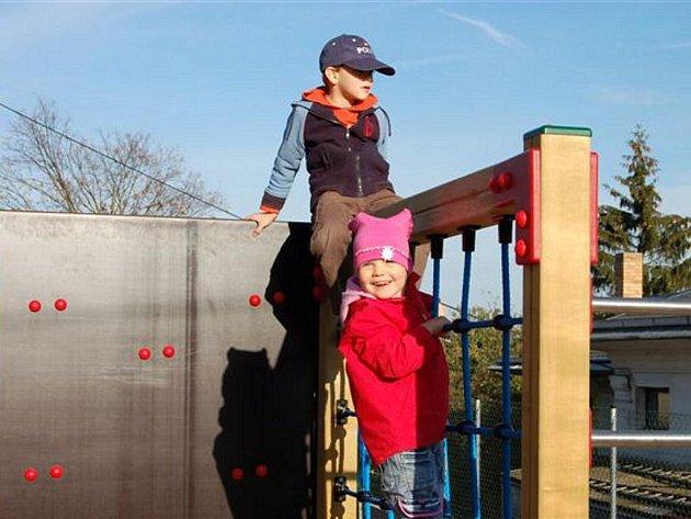 Otevírání dětského hřiště v Holoubkově.