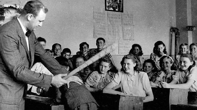 Třetí a zároveň závěrečnou stránku historických fotografií z obce Těně najdou čtenáři Rokycanského deníku v pátečním vydání 3. května.