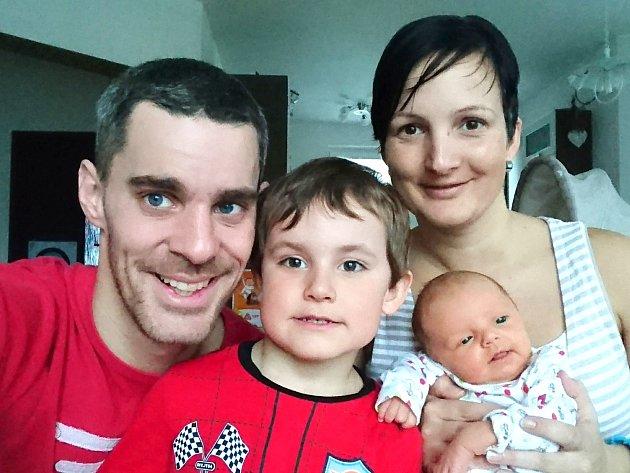 JULIE AUDESOVÁ z Kamenného Újezdu přišla na svět 14. března, dvě hodiny a šestnáct minut po půlnoci. Manželé Veronika a Marek věděli, že si z porodnice ponesou domů malou slečnu. Julinka se narodila s mírami 3300 g a 51 cm. Doma se těší čtyřletý Adámek.