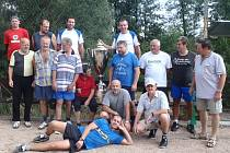 Víkend v Pavlovsku patřil zejména sportovcům. Krátce po poledni tam začal už tradiční posvícenecký turnaj nohejbalistů. Ten byl tentokráte veřejnosti uzavřený. Sešli se na něm jen místní a pozvaní k přátelskému měření sil.