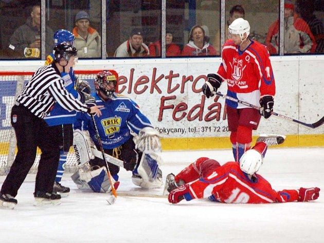 Překvapivě brzy skončila pro rokycanské druholigové hokejisty sezóna 2007/08. Velké Meziříčí totiž naše borce vyřadilo už v prvním kole vyřazovacích bojů.