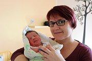 MATYÁŠ KATRUŠIN ze Zruče Sence se na sále rokycanské nemocnice narodil 28. března ve 20:06 hodin. Manželé Alexandra a Zdeněk, který byl u porodu pomáhat, znali pohlaví miminka dopředu. Doma se na brášku těšil prvorozený Jakub (5). Míry 3520 g, 49 cm.
