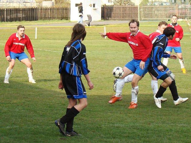 Fotbalisté Cheznovic hostili o víkendu soupeře z Radnic. Hosté si nakonec odváželi tři body za výhru 3:0.