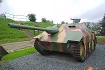 Stíhač tanků Hetzer je přírůstkem Muzea na demarkační čáře v jižním cípu Rokycan.