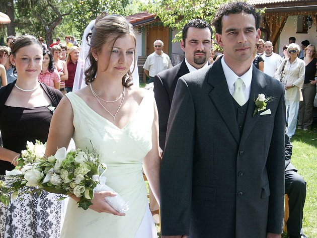Poslední třetí svatba byla na nádvoří restaurantu Na Statku v Mirošově a týkala se Petra Berana z Druztové a Zuzany Klírové z Rokycan.