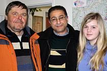 Alžírská návštěva. Abder Kader Menir přicestoval na pár dní do České republiky. Kromě turistické části své cesty, při níž si prohlížel zajímavá místa země, přijel za pracovními záležitostmi. S Pavlem Hubertem domlouval mezinárodní tábor.