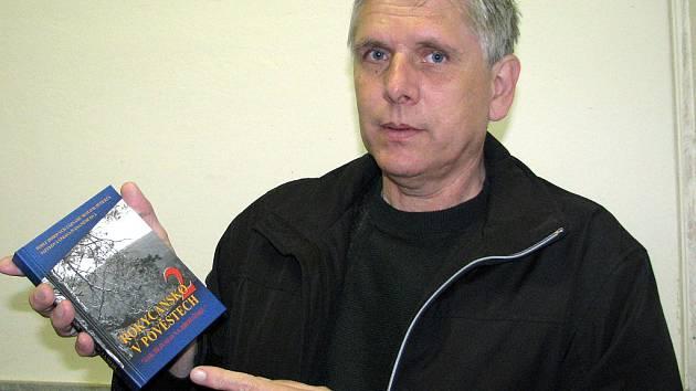 Druhý díl Rokycanska v pověstech už existuje. Právě vydanou knížkou se nám pochlubil Petr Kůs.