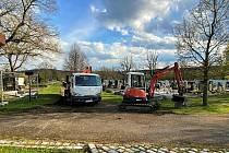 Opravy cest na rokycanském hřbitově odstartovaly