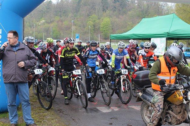 ROKYCANSKÝ KRPÁLY 2017 odstartoval první místostarosta okresního města Tomáš Rada. Trasa, dlouhá přes 50 kilometrů, dokonale prověřila schopnosti 67 jezdců na horských kolech.