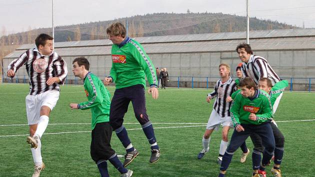 Závěrečné vystoupení Rokycan v základní skupině fotbalového turnaje Senca Doubravka bylo úspěšné. Muži FC zdolali Přeštice 2:1.Výsledek nevystihuje trvalou převahu našich borců.